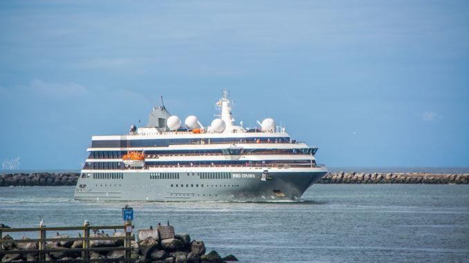Die World Explorer, Schwesterschiff der World Voyager, in Ijmuiden