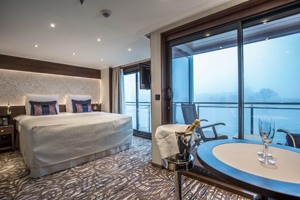 Suite der MS Robert Burns mit Balkon. Foto: VIVA Cruises