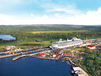 Island Princess in der Schleuse am Panamakanal. Foto: Princess Cruises